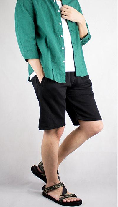 カラーシャツ+ショートパンツ+ブレスレット